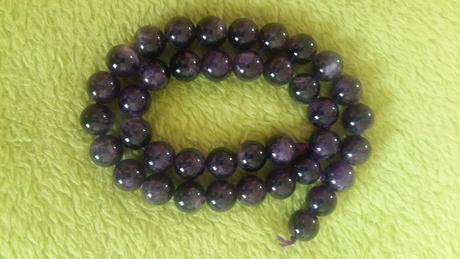 Kryštálovo fialové korálky,