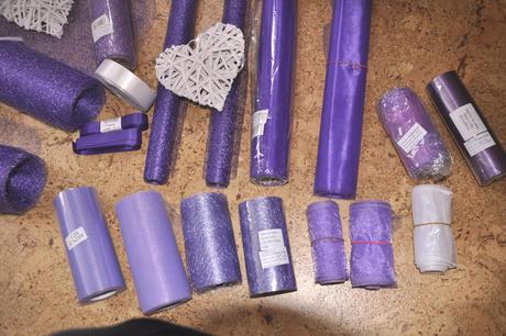 Výzdoba LILA-organzy, stuhy, svíčky, lampiony,