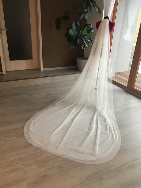 Dvouvrstvý dlouhý svatební závoj 3m,