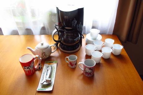 Kavovar,cajnik, salky,