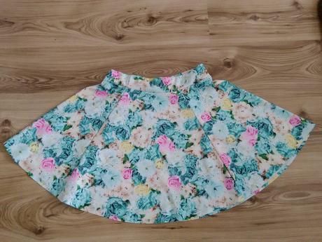 Kvetinová sukňa, S