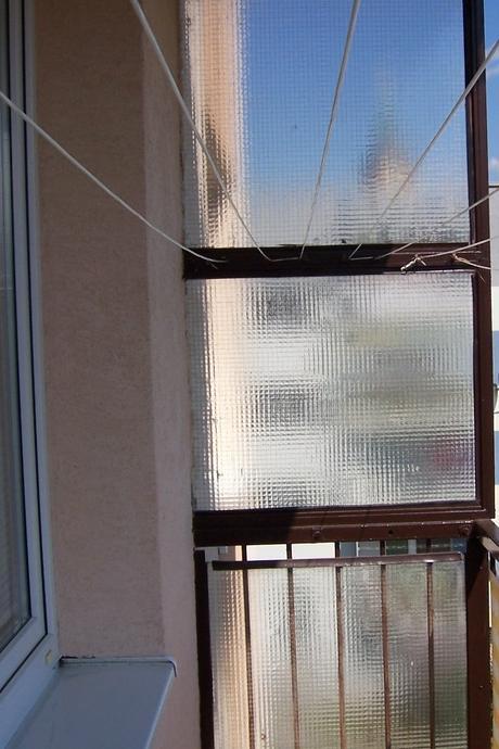 kovový sušiak na balkón,