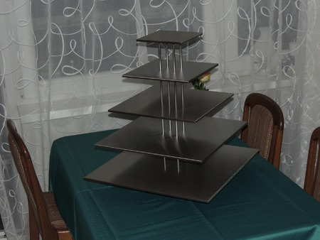 Vícepatrový stojan na dort,