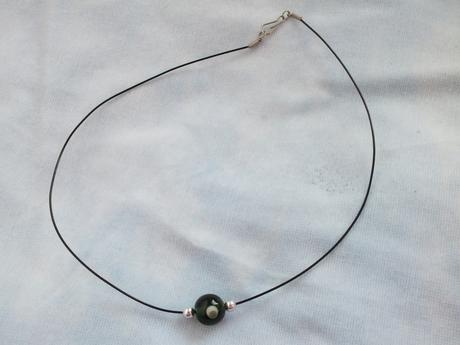 náhrdelník s guličkou,