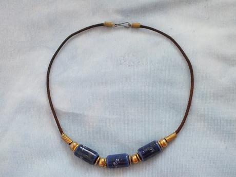 náhrdelník s maľovanými korálkami,