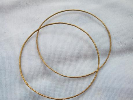 náramky rôzne v striebornom kove 4ks a zlatom kove,