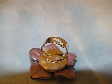prsteň s kamienkami,