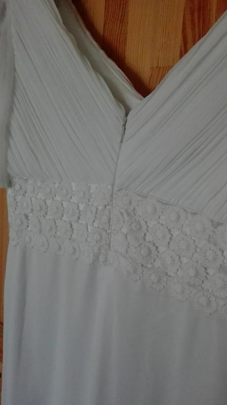 Svatební šaty s květinkovou krajkou, 40