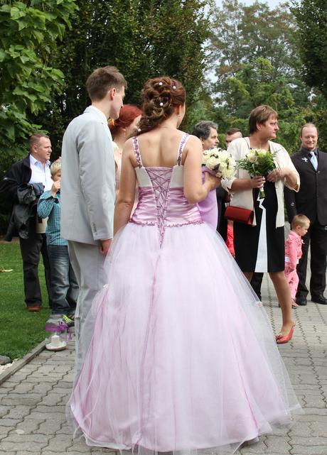 Princeznovské šaty ve fialovém odstínu, 40