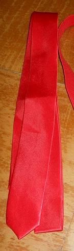 kravata červena,