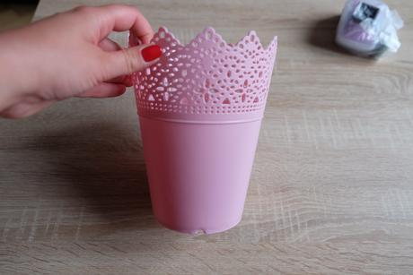 Růžový květináček,