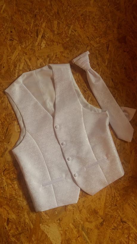 vesta +kravata, 46