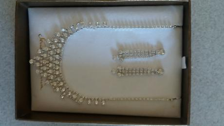 Štrasový náhrdelník s náušnicemi,