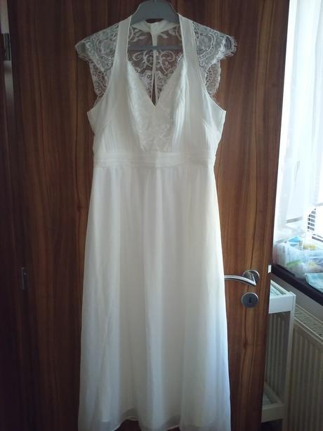 Svatební nebo popůlnoční šaty, 44