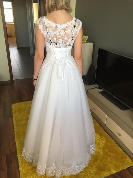 svadobné šaty s čipkou na šnurovačku, 36