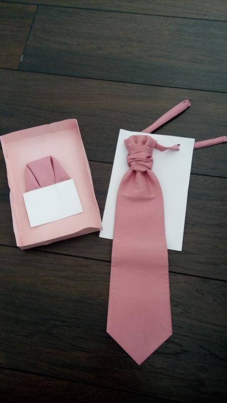 krrasna , elegantna, nadcasova kravata,