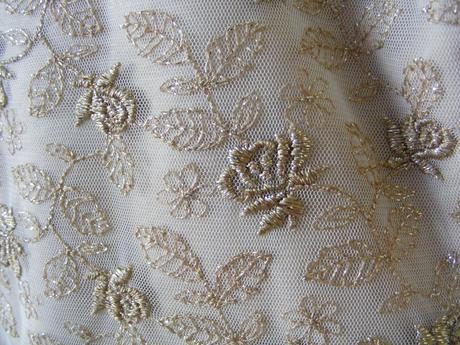 Zlaté spoločenské šaty s rukávmi, L