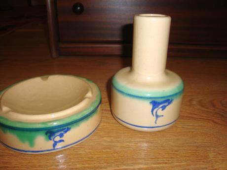 váza a popolník s delfínmi,