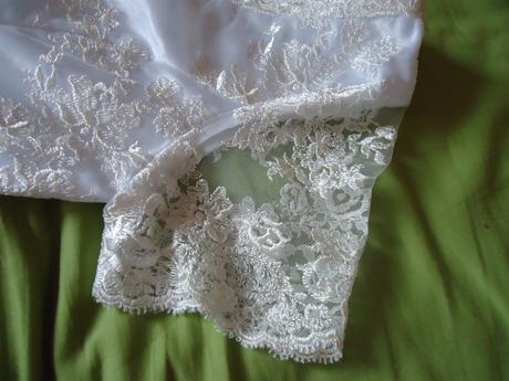 Krajkové šaty pro drobnou nevěstu., 34