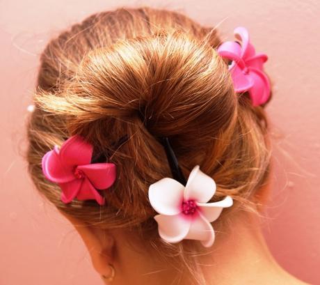 Spony do vlasů s květy pro družičky,