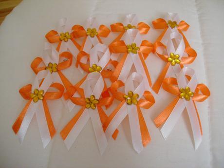 Oranžovobílé vývazky,