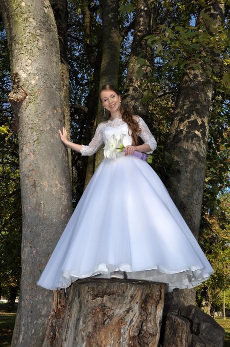 Svadobné šaty s čipkovým vrškom, 38