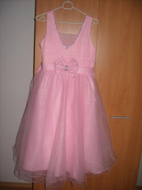Trblietkavé šaty, 164