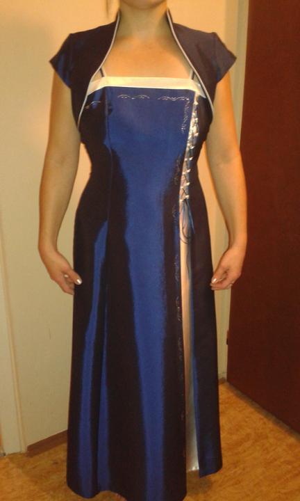 Dlhé spoločenské šaty, 42