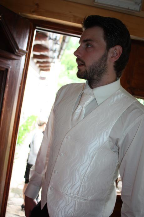 Svatební vesta, košile, ragata a kapesníček, 52