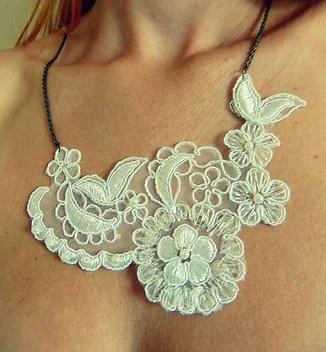 Čipkovaný náhrdelník ,