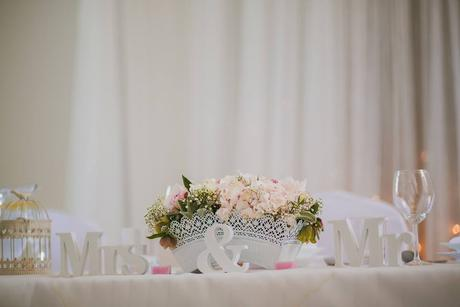 Kvetinová výzdoba ( Hortenzie, pivonky  a ruže),