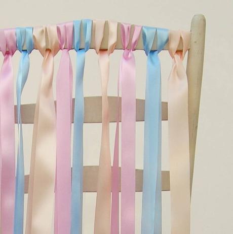 Pastelové stuhy na stoličky ,