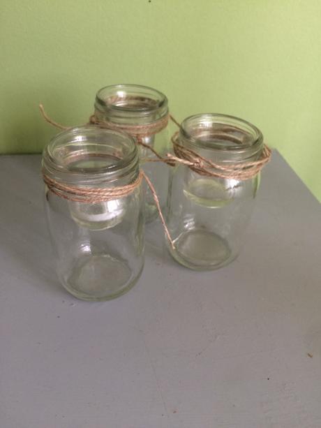 Sklenené poháre so špagátom,