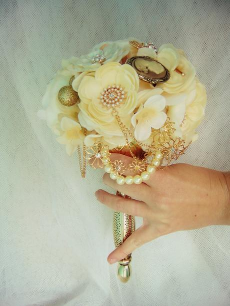 Svadobná kytica - zlatý držiak,