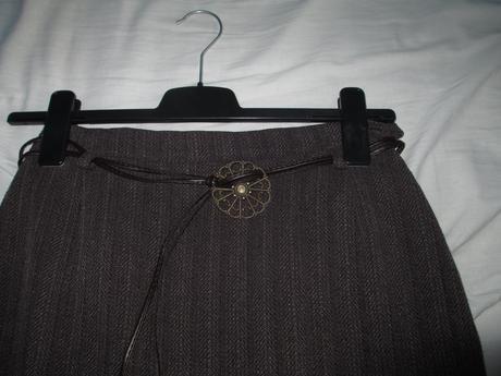 Sukně se zdobeným páskem, 38