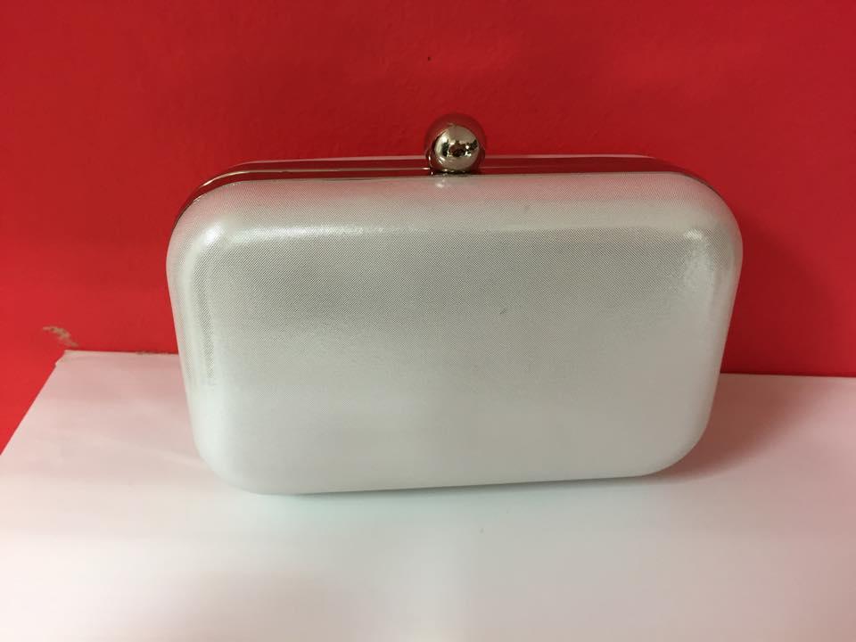 203e502e43 Biela clutch kabelka