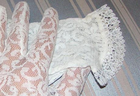 Čipkované svadobné rukavičky,