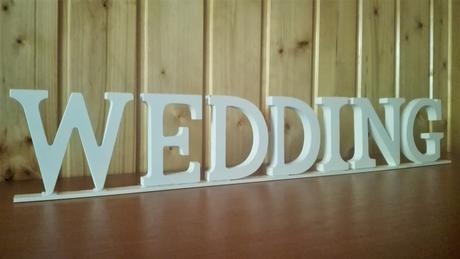 Nápis WEDDING z drevených písmen,