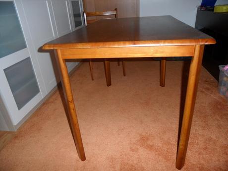 Kuchynsky stol so 4 stolickami ,