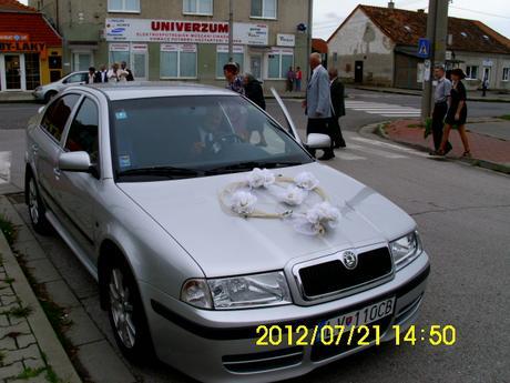 ozdobné kvety na auto,