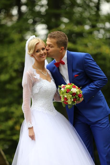 Snehovobiele trblietavé svadobné šaty, 36