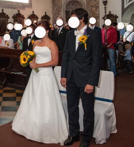 Korzetové svatební šaty s drobným vyšíváním, 38