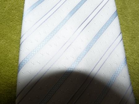 rucne sita kravata bielomodra,
