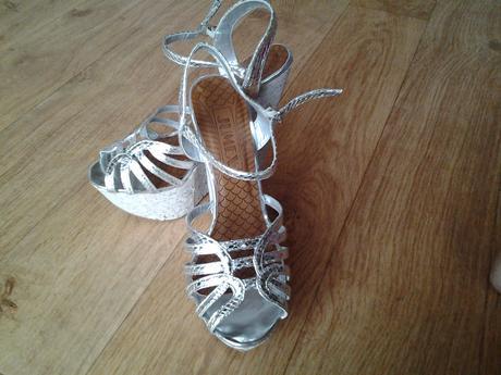 stříbrné sandálky na platformě, 38