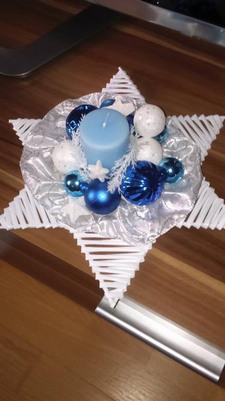 tyrkysovo-biela vianočná dekorácia,