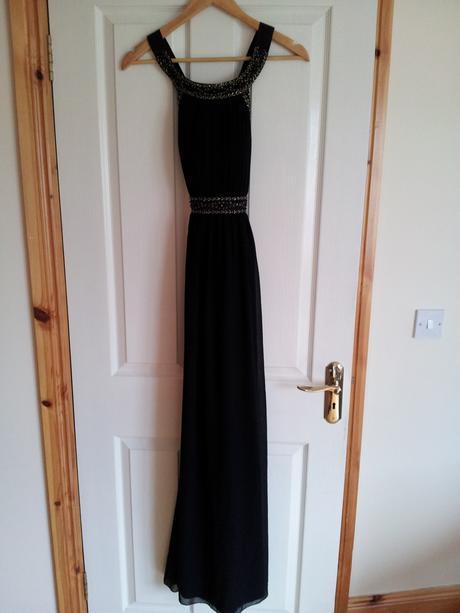 Čierne spoločenské šaty, 38