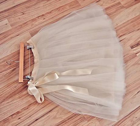 Tylová béžová sukňa , 38