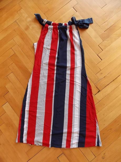 Šaty a mašľou , 42