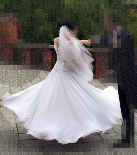 Krajkové svatební šaty, 46