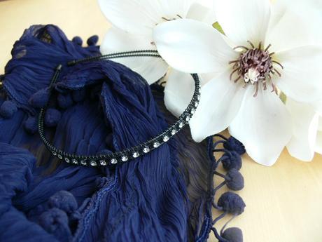 Černé společenské šaty s volánem, 38